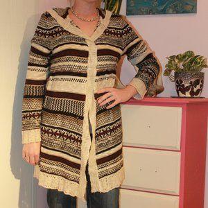 4/$20! Super cute burgundy and tan sweater